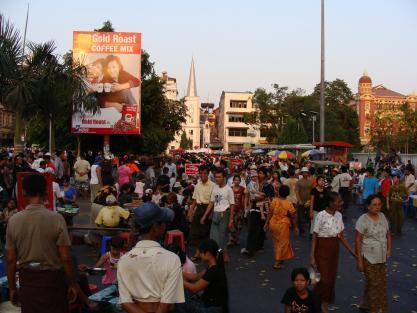 Birmanie: Dans l'ombre des géants
